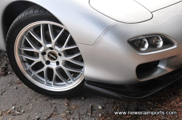Zauber wheels are stagerred size (8.5J front and 9.5J rear),