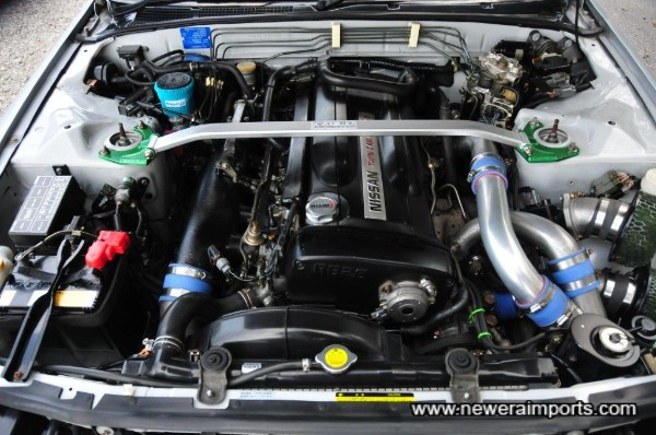 Engine bay is clean & tidy - note complete lack of corrosion!