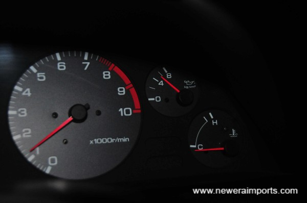 Oil Pressure 5 bar when cold (An excellent sign of low mielage engine health).