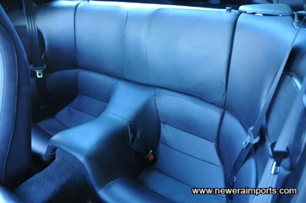 Rear seats also unworn and not unlike new.
