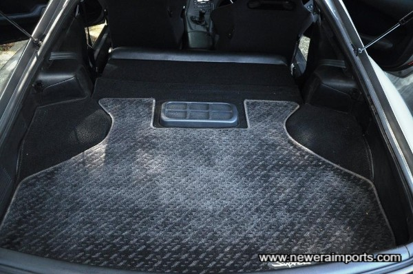 Original option subwoofer integrated into the boot area.