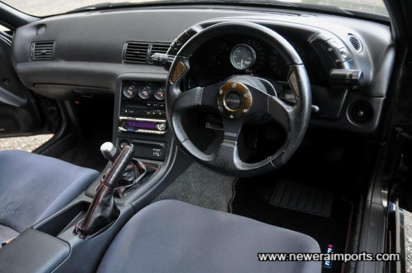 Momo carbon & leather steering wheel on HICAS compatible boss.