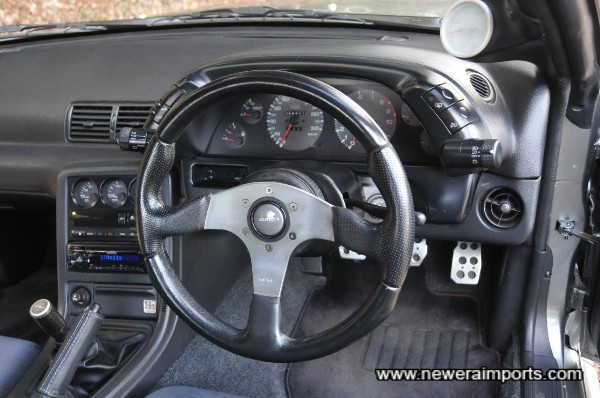 Momo Race leather steering wheel.