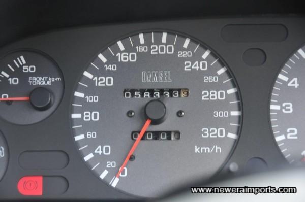 Odometer shows mileage in km.