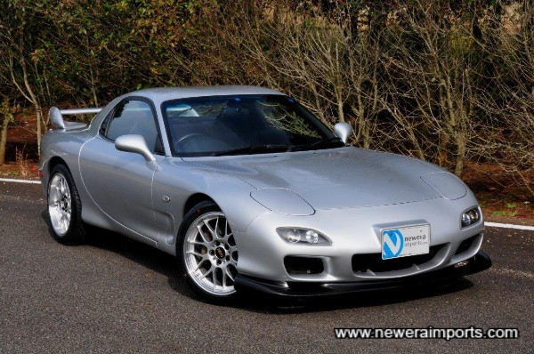 Bodywork has no pin dents at all, a testament to the care & maturity with which the previous owner kept this RX-7.