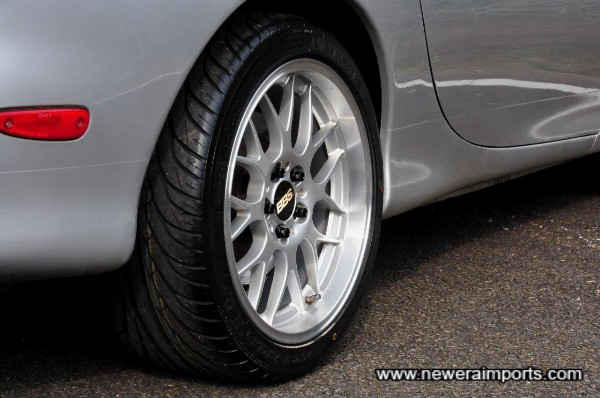 Stagerred wheel fitment offers improved handling and grip.