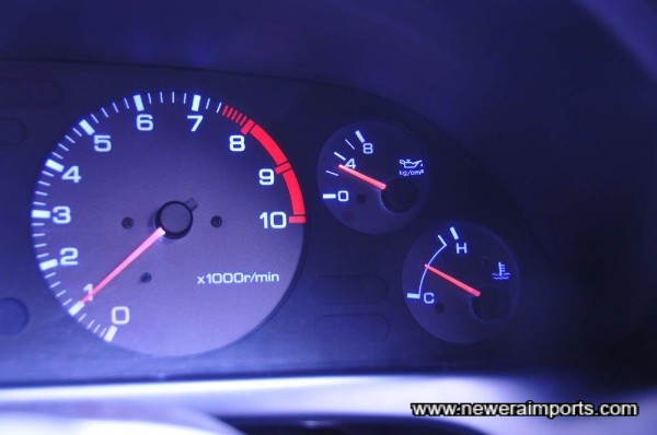 Oil Pressure 3 bar when warm (Unusually higher & an excellent sign of low mielage engine health).