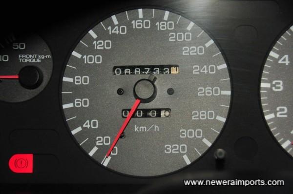 Odometer shows total mileage in km.