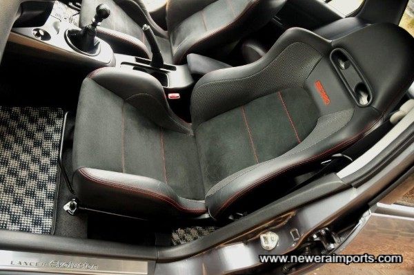 Original MR specification leather & alcantara Recaro seats.