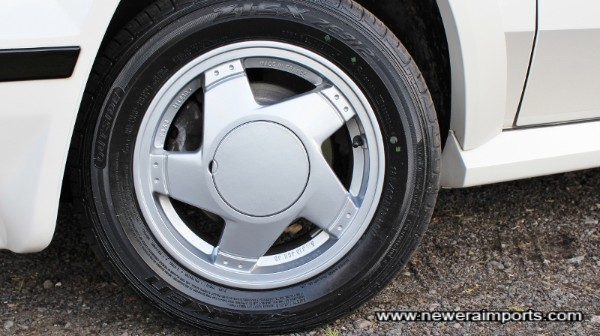 We didn't like the 15'' motorsport alloys and so fitted refurbished originals!