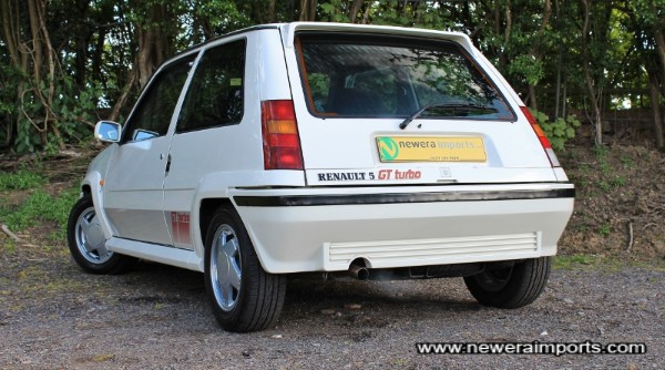 Note the panels are all straight - no filler or dodgy repairs to this R5's body!