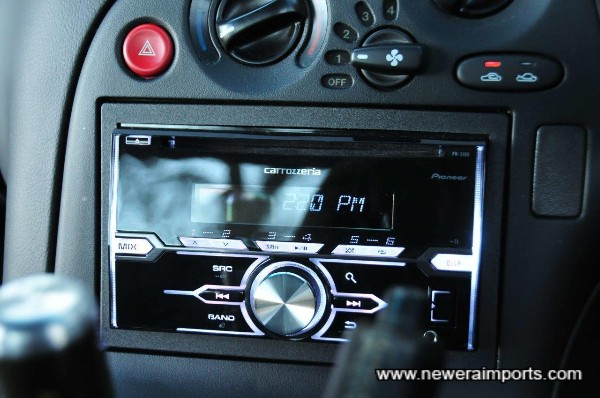 Carrozzeria 2 DIN 200W iPod compatible head unit - allows choice of lighting colour.