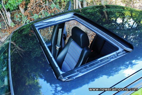 Sunroof works smoothly & imperceptibly.