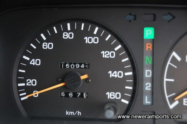 Odometer shows total mileage in km.