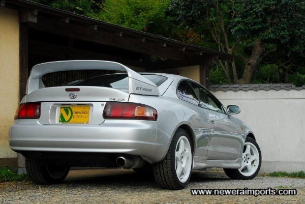 Tail lights are of course facelift type - only fitted from 1996 to end of production.