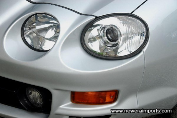 Original projector headlights with clear glass. Only fitted to final revision models.
