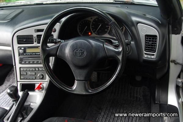 SRS sports steering wheel is unworn.